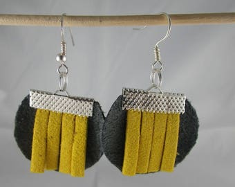 Boucles126 - Earrings grey and mustard yellow
