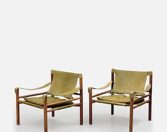 A lovely pair of Arne Norell safari chairs in green leather and rosewood