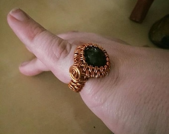 Black tourmaline in copper size 5 ring