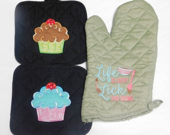 Embroidery Cupcake Pot Holder Set with Life is Short.. Saying Oven Mitt