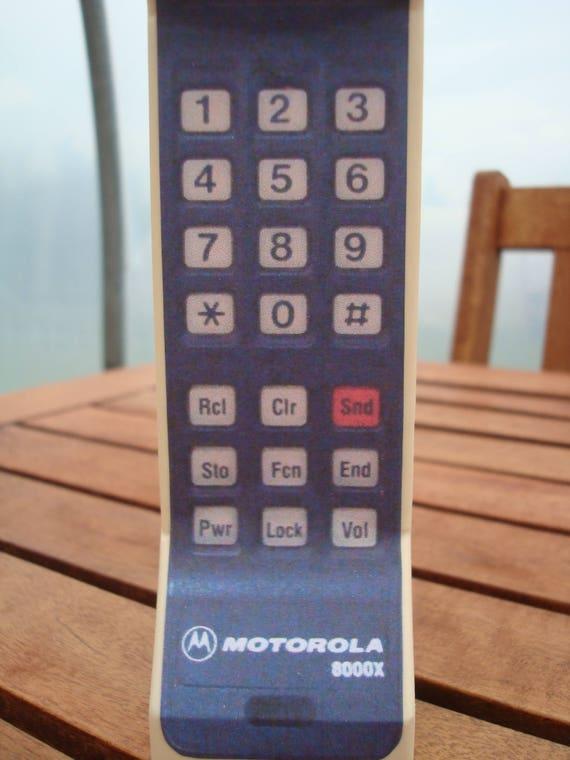 motorola 8000x. toy 1980s/ 1990s style vintage brick cell / mobile phone prop - motorola dynatac 8000x 0