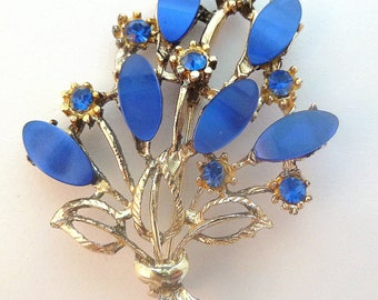 Vintage Large Blue Lucite And Rhinestone Flower Posy Brooch.