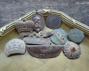 Parts of jewelry/bijouterie/brooch/pendant/rings/buttons 19-20th century Brass Bronze Copper Original patina Mixed media -Set of 10-
