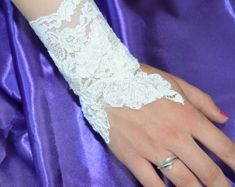 Pair of bracelets sleeve lace wedding white lace elegant arm warmers, embroidered, bracelet cuff bracelet, Bridal