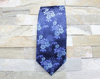 Floral tie. Flower Tie. Skinny Tie. Floral necktie. Necktie. Tie. Wedding Gift. Gift for him Wedding Tie Cotton tie. Groomsmen Tie. Mens tie