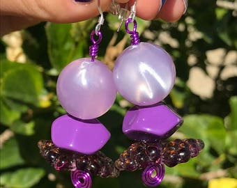 Dangle Earrings // Metalwork and Beaded Earrings // Purple Grape Earrings // 80s Lavender Purple Earrings // Fruit Earrings // Wine Earrings
