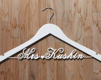 Future Mrs hanger, Personalized Wedding hanger, Bridal Hanger, Perfect for bridal party, Gifts and Mementos, Signs for wedding, vet0005