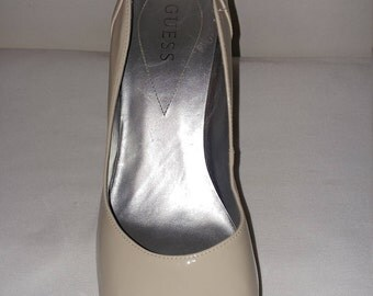 GUESS patent Beige leather shoe