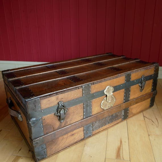 VINTAGE STEAMER TRUNK Coffee Table Storage Chest Rustic Wooden Trunk