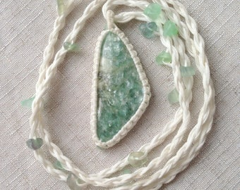 Paragonite macrame jewelry // Macrame necklace // Mint color // Bohemianstile // Russian stone