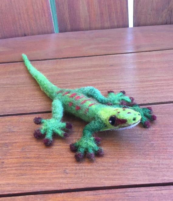 Monitor Lizard/ computer monitor/ lizard pin