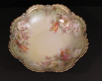 Antique RS Prussia Scalloped Floral Roses Bowl Trimmed in Gilt Decoration