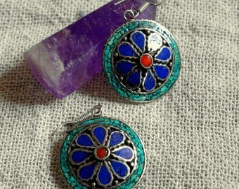 Tibetan ethnic earrings - Mosaic of Turquoise, Coral and Lapis Lazuli stone - rond shape and flower design - bohemian style earrings