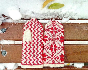 Mittens/Gloves with snowflakes / white red grey black / Handmade / Warm Winter Gloves