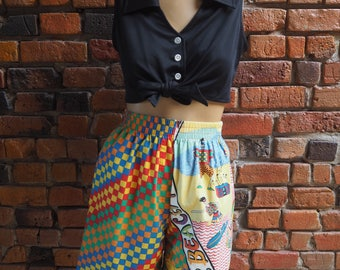 Women's 80s Rainbow Patterned Novelty Print High Waisted Summer Shorts Size Small Medium