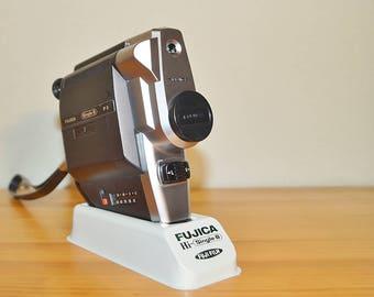 Vintage single-8 camera Fujica P2, 1978, retro movie camera, 70 s, showcase, photography, living room decoration