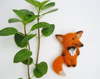 Fairytale Needle Felt Brooch Cute Zoo Animal Broach Pin Red Fox Textile Wool Pet For Girl or Boy Little Prince Lover Gift Adorable Fox