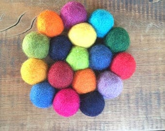 Round Handmade Wool Trivet/ Needlefelted Ball Trivet/ Felt Ball Coaster/ Multicolor Coaster