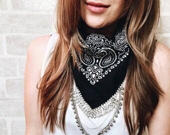 THE NATIV - Black bandana with silver chain