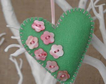Hanging felt heart - green