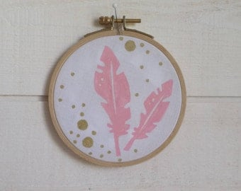 Frame deco 10.5 cm feather and gold.