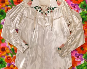 Vintage Ivory White Satin Embroidered Pink Roses Lace Up Pearl Snaps Western Rodeo Shirt Cowgirl Cowboy Country Rockabilly
