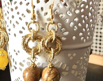 Earrings with semi precious stones and tangle of golden chain