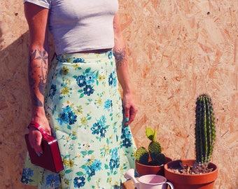 Floral skater skirt size green anise, vintage, retro