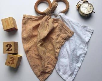 Organic teething ring | Teething blanket | Wooden teething ring | Baby lovies