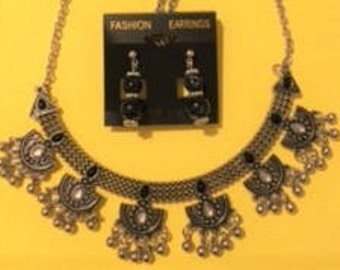 Silver/Black Centerpiece with Half-Circle Drops Necklace Set