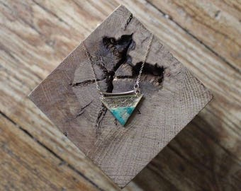 Necklace chain gold filled 14 k triangular resin (gold and turquoise paper)