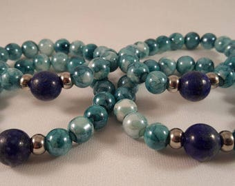 Beaded bracelet made of marbled glass beads, lapis and silver beads