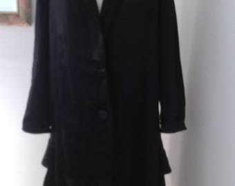 Silk coat in stunning black and silver.