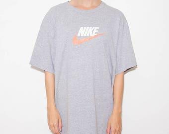 Vintage Nike, 90s Nike, Nike Swoosh, Nike, 90s Tshirt, Just Do It Shirt, Grey Nike, Nike Vintage, Nike Tshirt, 90s Fashion, Athletic