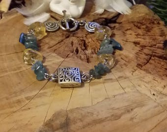 Bracelet en apatites bleues véritables et citrine. Par Angel'S SignS