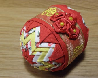 Red/yellow/flower easteregg ornament with yellow flowerribbon, finished with red flowers.