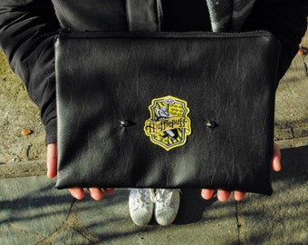 Hufflepuff clutch bag in black leather