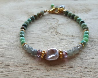 Bracelet of semi precious stone and freshwater pearl