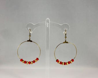 Hoop earrings with bead accent