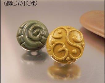Ginnovations lampwork, Greenery Glass Shank Button Pair