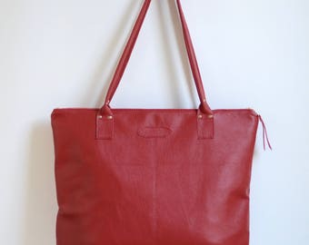 Nana large leather dart tote: Pebbled red