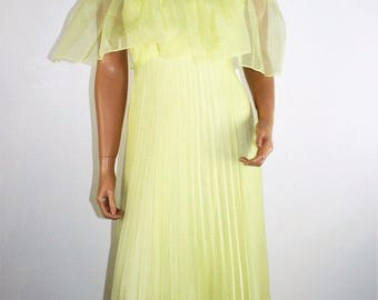 Vintage 70's Yellow Pleated Off the Shoulder Formal Gown  Maxi Prom Dress XS/S