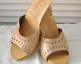 Vintage Womens Candie's Style Shoes 80s Sandals Mules Hi Heel Slides Tan Leather size 7 distressed as is Disco Theater Costume