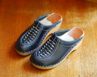 vintage 1970s swedish clogs / 70s navy blue leather and wood shoes / size 3 36