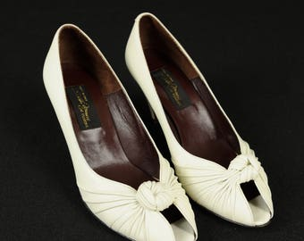 "Vintage Sesto Meucci ""Villy"" Off White Leather High Heeled Italian Shoes, 7 M with Original Box"