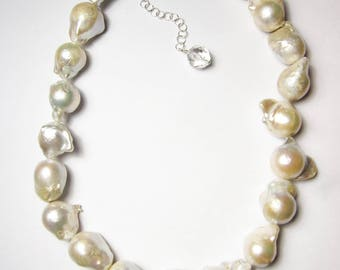 Baroque Pearl necklace / beaded necklace / pearl strand necklace / natural pearl necklace / large Baroque Pearl / white Baroque Pearl