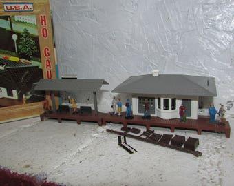 VINTAGE Plasticville Suburban Station 2806-150 in Original Box. Made in USA. HO Gauge.