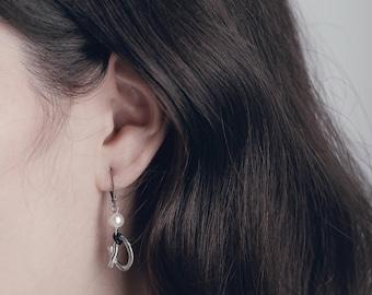 Elegant pewter and pearl earrings - Bara - Handmade in Canada