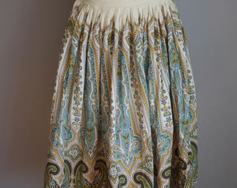 1950s Circle Skirt // Paisley Print // Small