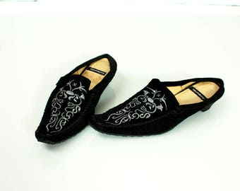 Vintage Low Heel Ebroidered Mules / Embroidry Boho  Mules / Boho Chic Shoes / Boho Shoes / Oriental Shoes / Size EU37 / US6'5 / UK4